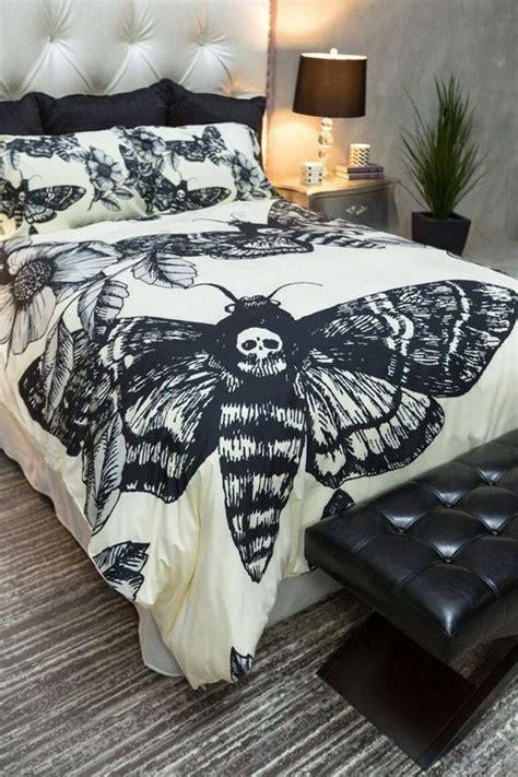 skull bedroom ideas best 25 gothic room ideas on pinterest geek decor