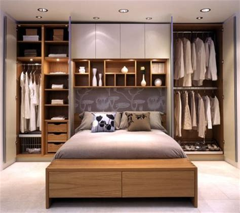 shelving ideas for bedrooms 25 best ideas about small master bedroom on pinterest