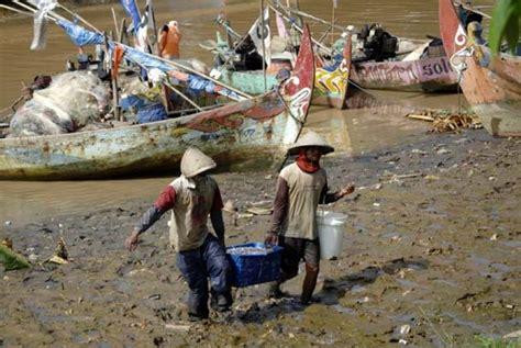 Keranjang Ikan nelayan indonesia ditembak orang tak dikenal di