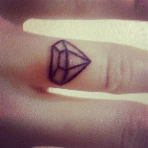 diamond tattoo thumb diamond finger tattoo tatts pinterest