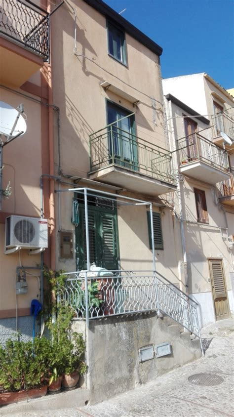 for sale 2 bed townhouse in caccamo palermo sicily italy