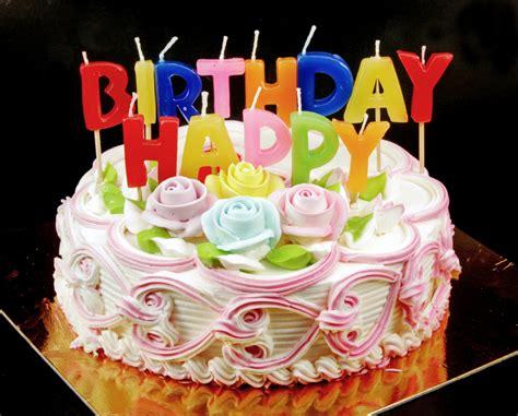 bagna per pan di spagna bambini torta di compleanno con pan di spagna e crema chantilly