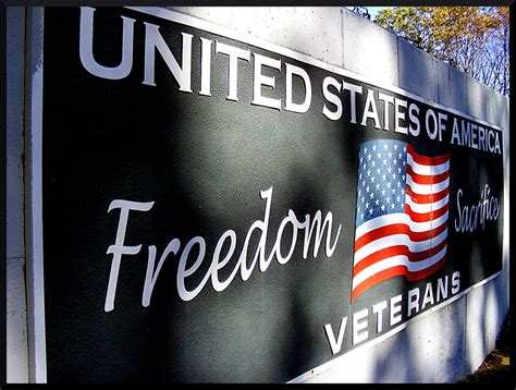 are post offices open or closed on veterans day 2014