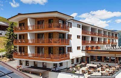 piatti doccia su misura in corian progetto hotel bagni in corian planit