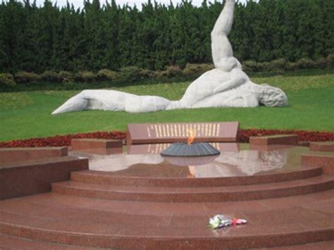 yang dapeng remembrance of a martyr in nanjing 1937 books exhibiting the past china s nanjing memorial