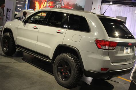 sema jeep grand cherokee autoblog sema 2010 jeep grand cherokee gets low rider