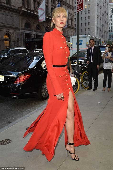 The Daily Mail Uk Fashion by Karlie Kloss Shows Legs As She Arrives At Daily