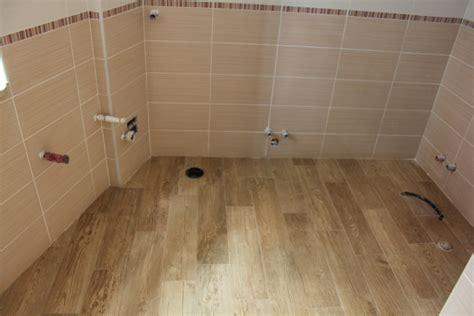 parche per bagno parche per bagno amazing bagno parquet laminato bagno