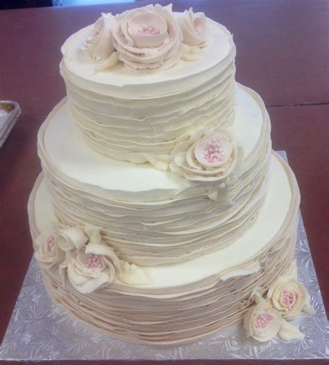 buttercream recipes for wedding cakes tiered streamlined wedding cake with fresh flowers and