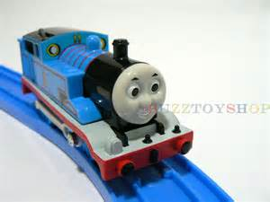 Tomy trackmaster thomas and friends battery thomas motorized train