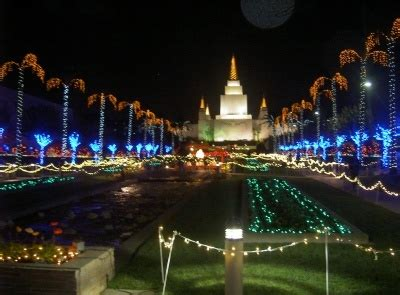 Take Time To Visit The Oakland Mormon Temple S Quot Light The Oakland Temple Lights