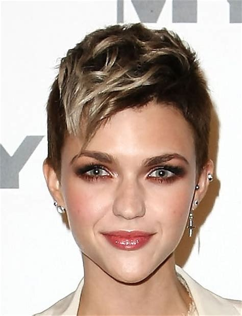 highlighting pixie hair at home ruby rose pixie highlights short hairstyles and hair