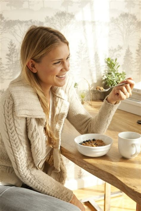 eating cereal before bed the best time to eat if you want to lose weight chatelaine com
