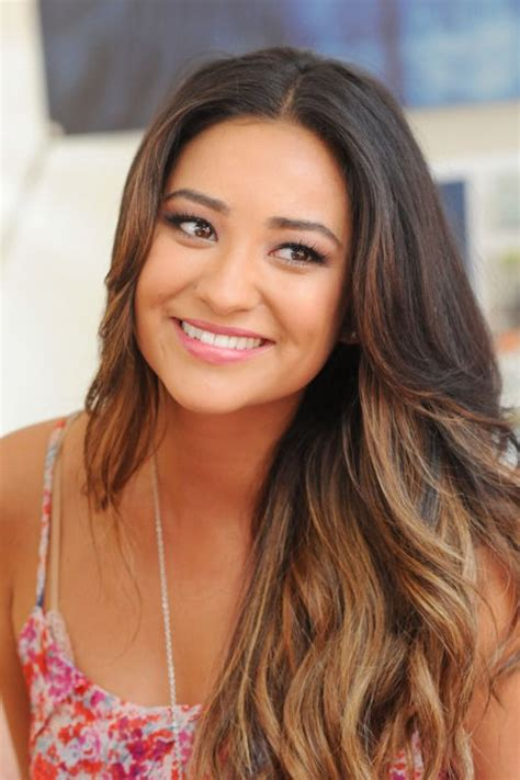 shay mitchell 2014 hair long ombre hair style without bangs shay mitchell