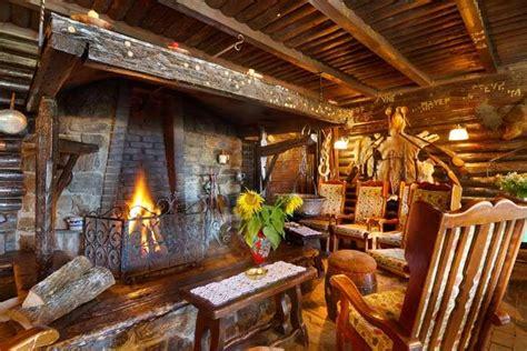 casa con camino l arredamento ideale per la casa in montagna foto