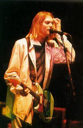 kurt cobain music biography kurt cobain picture gallery page 2