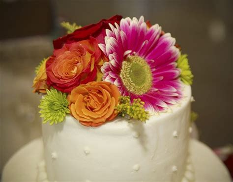flowers for wedding cakes real wedding cakes decorated with artificial flowers images