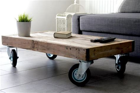 Diy Pallet Coffee Table Wheels Diy Reclaimed Pallet Coffee Table With Wheels Pallet Furniture Plans