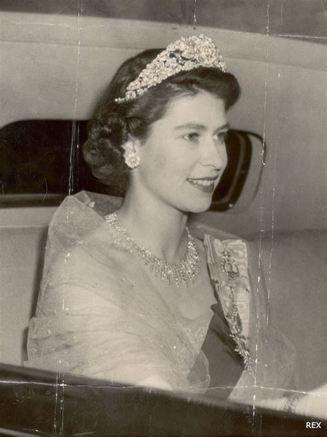 queen elizabeths hairstyle royal hairstyles through the years