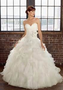The traditional wedding dress is usually an off the shoulder dress