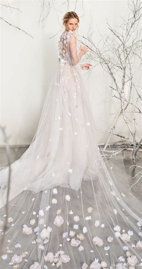 Best 25  Wedding dress cape ideas on Pinterest