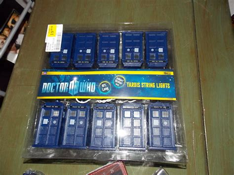 doctor who tardis christmas lights pics global geek news