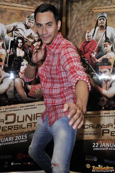 download film komedi indonesia kacaunya dunia persilatan gara gara aktor ini darius sinathrya pede main film
