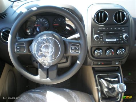 Jeep Patriot Manual Transmission 2011 Jeep Patriot Sport 5 Speed Manual Transmission Photo