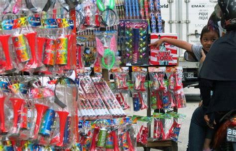 Karpet Lantai Pasar Gembrong satu harapan jelang tahun baru pedagang jajakan terompet