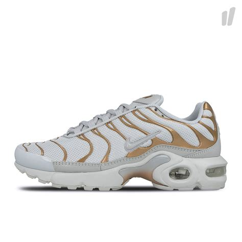 Air Plus nike air max plus gs 718071 001 overkill berlin sneaker wear graffiti