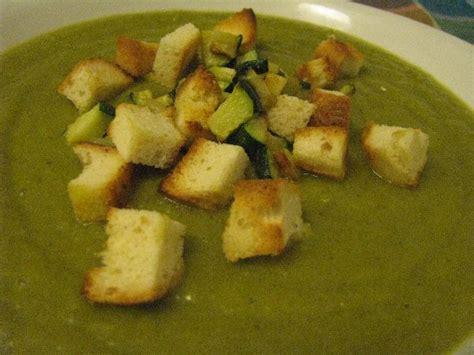 ricette con il sedano verde piatto vegetariano vellutata di sedano ricette a tavola