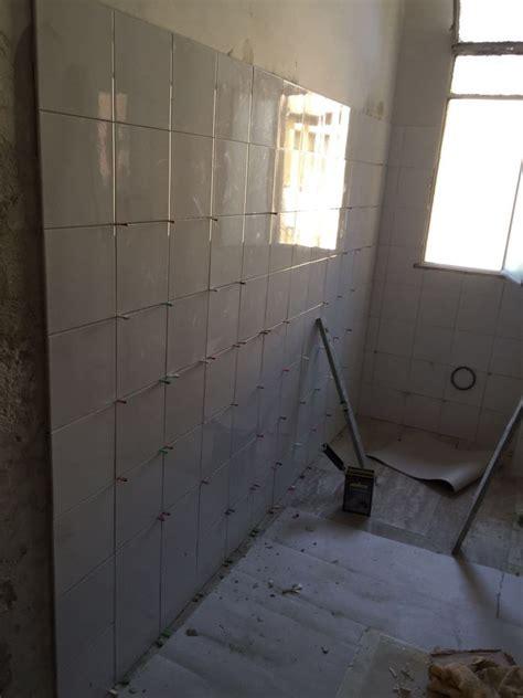 bagno rifacimento rifacimento bagno con doppio formato di piastrelle