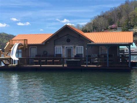 norris lake floating house rentals no worries floating house on norris lake at flat hollow marina