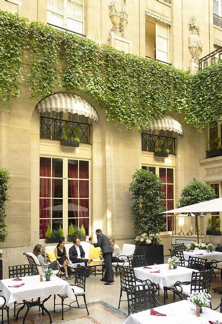 le patio chs elysees the relaxing ambiance at the patio of the h 244 tel de crillon