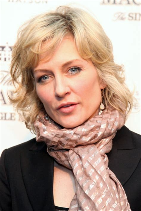 hairstyle of amy carlson famous amy carlson hairstyle