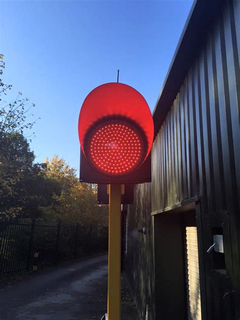 300mm Solar Powered Remote Controlled Stop Light Solar Power Traffic Lights