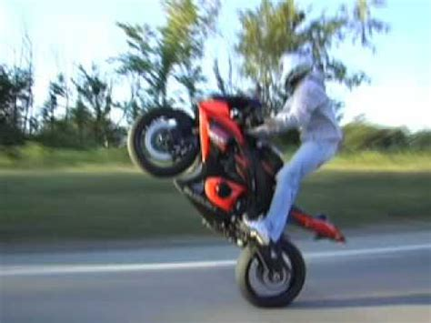 Cross Motorrad Wheelie by Suzuki Gsxr Gixxer 1000 Stand Up Wheelie On Highway