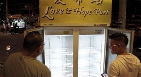 Kulkas Restoran miris kulkas berisi donasi makanan untuk tunawisma malah