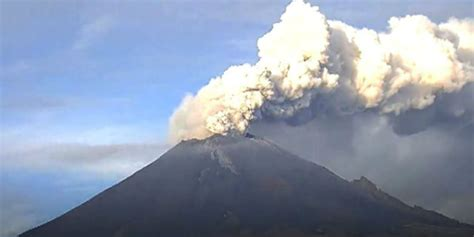 airasia volcano bali bali volcano eruption raises alert to highest order