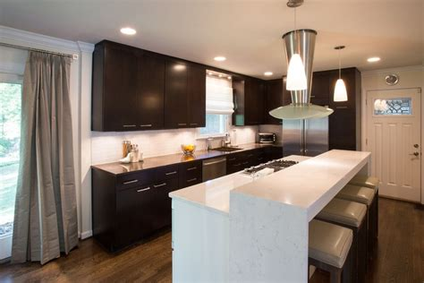 Signature Kitchen Design Solaire Silver For A Modern Kitchen With A Modern Kitchen Cabinets Silver And
