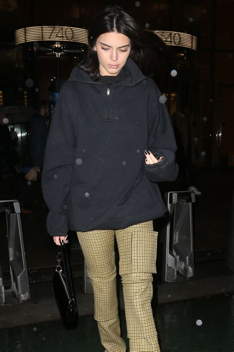 kendall jenner leaves  victorias secret offices  nyc