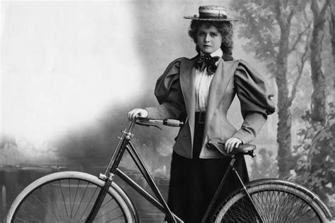 Amalia Batwing bicycle face an 1800s health problem to scare