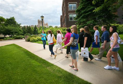 Expert Advice: 8 Questions to Ask on a Campus Tour   NerdWallet