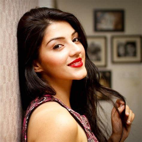 telugu cinema heroine photos hd actress mehrene kaur pirzada photo shoot latest hd photos