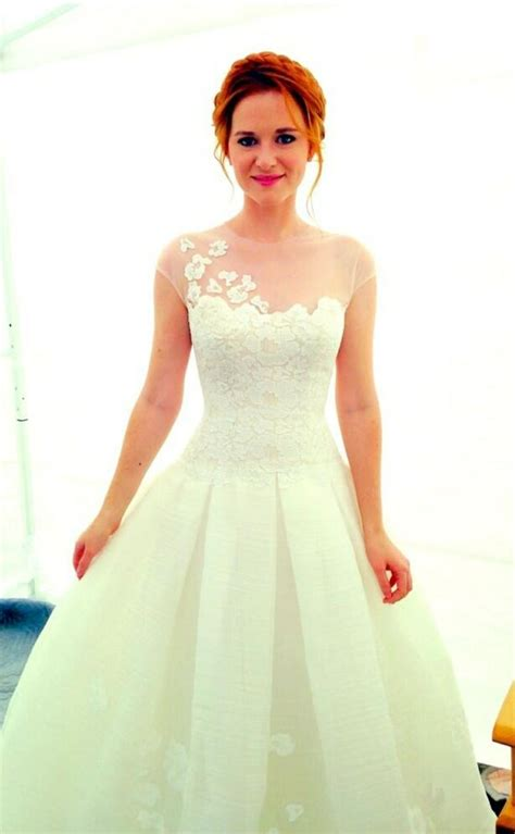 april kepner wedding dress sarah drew as april kepner on greys anatomy i fell in