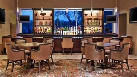 California Pizza Kitchen Arlington Heights by Hotels Near Arlington Heights Il Sheraton Suites Chicago