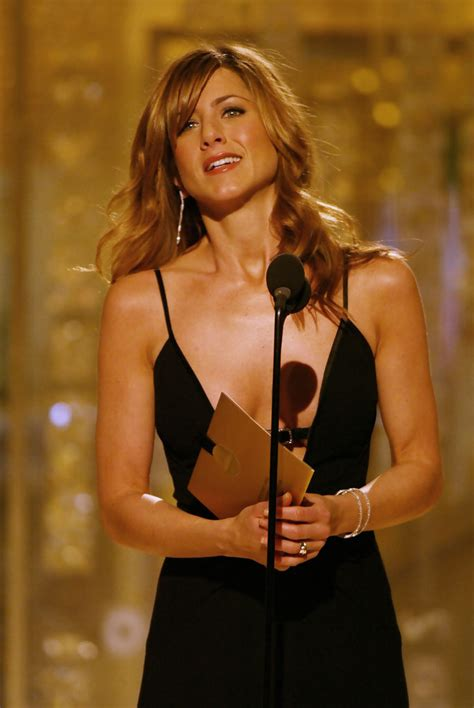 show side fring on long hair for older woman more pics of jennifer aniston long curls with bangs 1 of