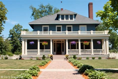 Houses With Big Porches Stock Photo Stately Home With Large Porch