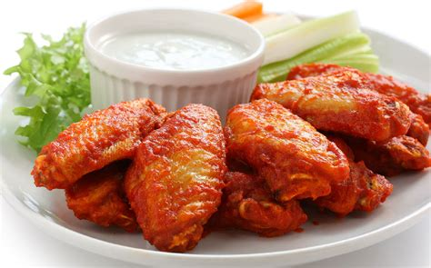 imagenes de hot wings spicy chicken wings robert irvine