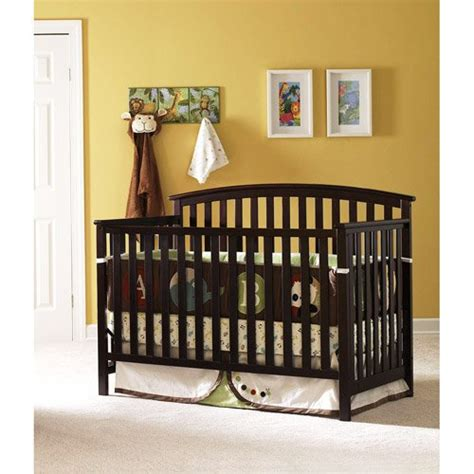Graco Nursery Furniture Sets 4 In 1 Convertible Crib Set These Classic Graco Freeport